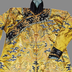 « Dragon » robe in « long pao » style in silk thread.